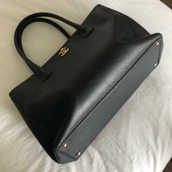 695ecc7413af05 CHANEL Handbags - Chanel Executive Xl Black Leather Tote